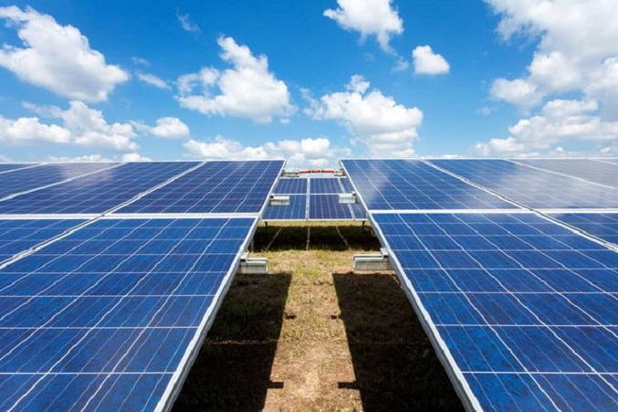 سرمایهگذاری ۱ میلیارد دلاری چین برای تولید پنلهای خورشیدی
