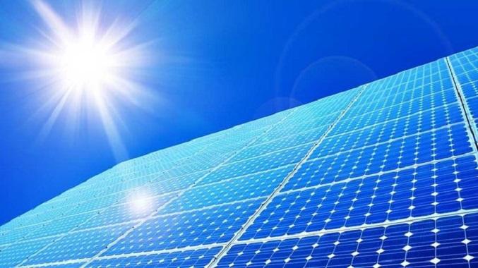 تاکید استاندار قم بر توسعه سرمایهگذاری در بخش انرژی خورشیدی