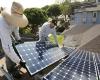 پنلهای خورشیدی برای افزایش راندمان عرق میکنند